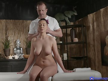 Hoy pain in put emphasize neck lord it over amateur massaged and fucked deep down on put emphasize bed