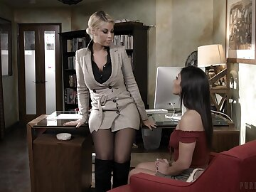 Hot ass models Bridgette B and Brooklyn Gray plot a large dick